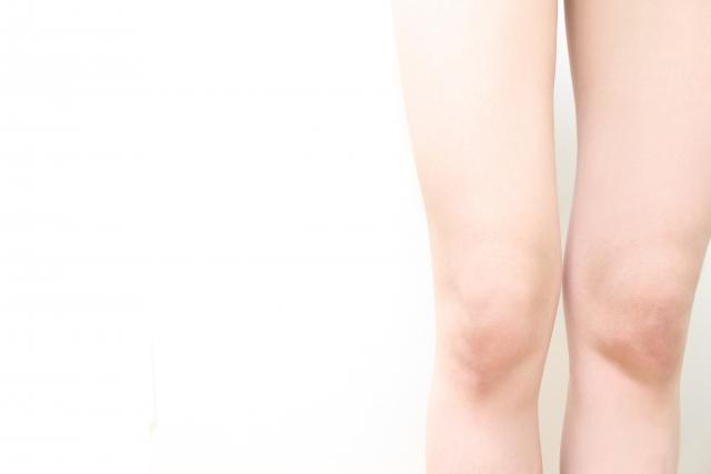 脚の悩みを抱える女性