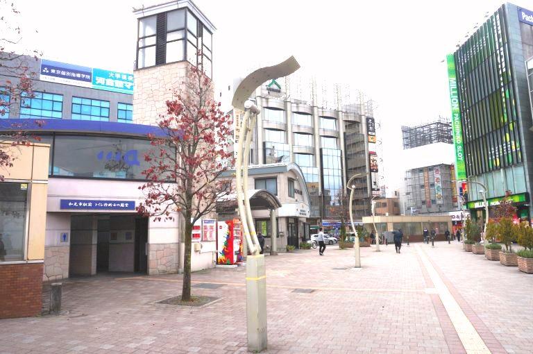 和光市駅を出たら右側の交番がある方に進んでください